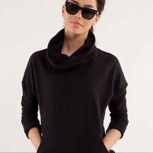 Lululemon Sweatshirt mock neck pockets